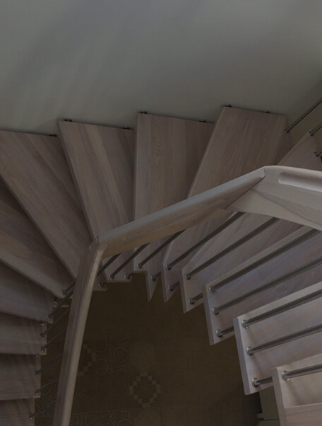 Лестница на больцах Крепление в стену